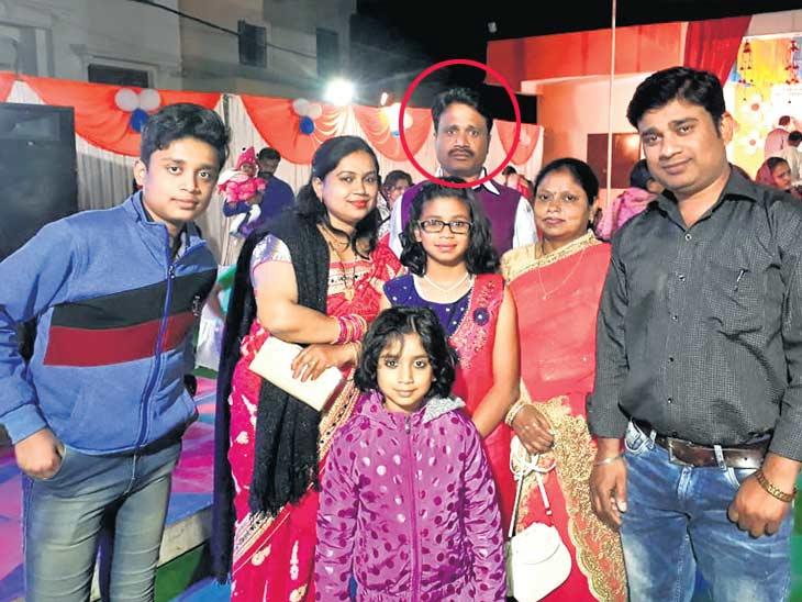 आईची काळजी करणारा मुलगा झाला शहीद, हा आहे कुटुबीयांसोबतचा शेवटचा फोटो जो 8 दिवसांपूर्वीच घरातील कार्यक्रमात घेतला होता देश,National - Divya Marathi