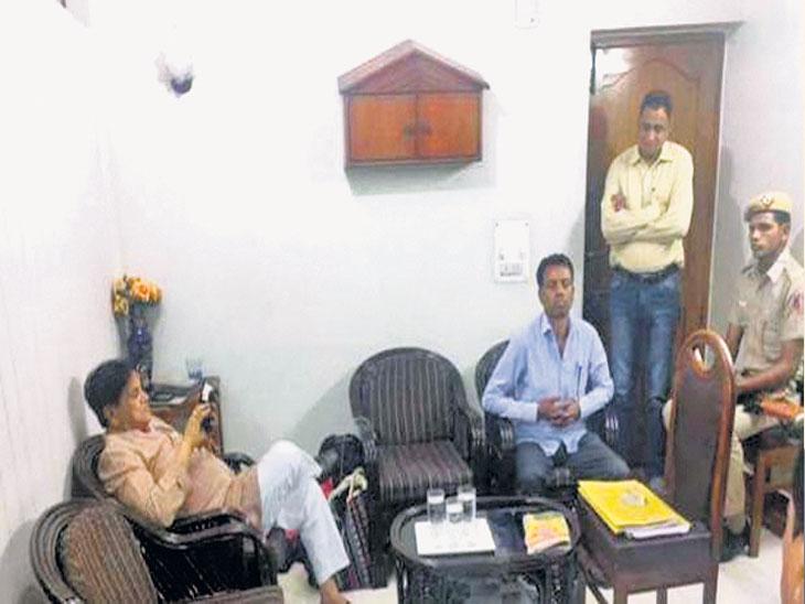 भोपाळ छापा प्रकरण : २८१ काेटींचे वसुली रॅकेट पकडले, दिल्लीत एका पक्ष कार्यालयात २० काेटी पाेहाेचवले : प्राप्तिकर विभाग|देश,National - Divya Marathi