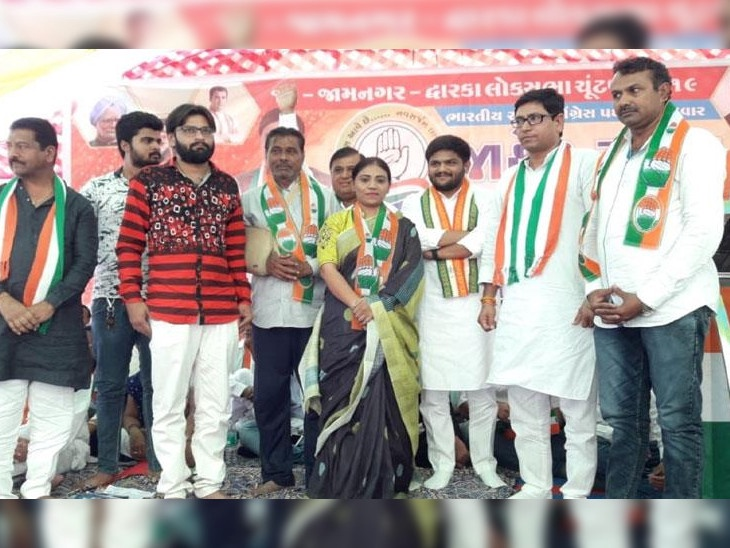 क्रिकेटर रविंद्र जडेजाची बहिणी आणि वडीलांची राजकारणामध्ये एंट्री, काँग्रेसच्या हाताशी मिळवले हात, जडेजाच्या पत्नीने 1 महीन्यापूर्वीच भारतीय जनता पक्षात प्रवेश केला आहे...|देश,National - Divya Marathi