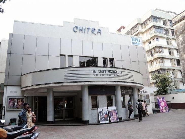 मुंबई : 70 वर्षे जुने चित्रा सिनेमागृह झाले बंद, शेवटाच्यावेळी दाखवला गेला चित्रपट 'स्टुडंट ऑफ द ईयर 2'| - Divya Marathi
