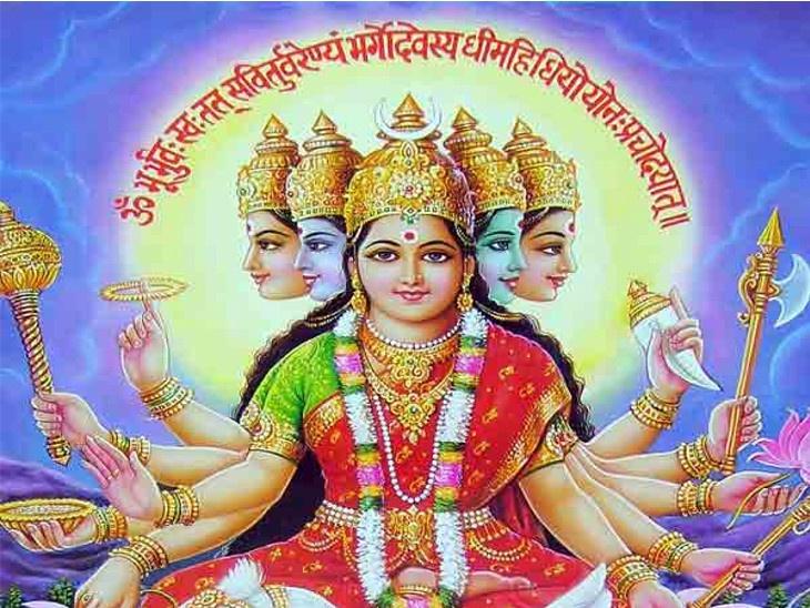 गायत्रीला मानले जाते वेद-माता, याच देवीपासून झाली वेदांची निर्मिती, गायत्री मंत्राने होतात आपले विचार पवित्र|धर्म,Dharm - Divya Marathi