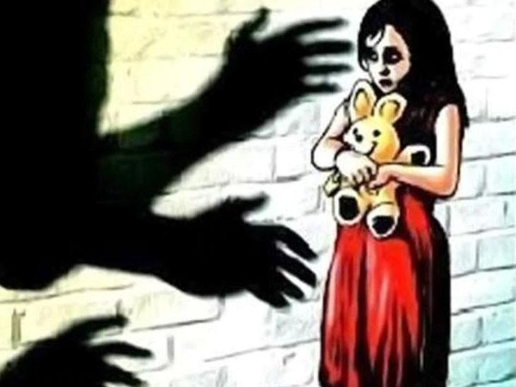 4 वर्षीय चिमुकलीवर शेजाऱ्याने केला बलात्कार, घाबरलेल्या मुलीने घरी आल्यावर आईला सांगितला सगळा प्रकार|देश,National - Divya Marathi