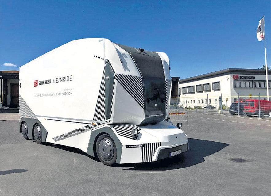 प्रथमच विनाचालक व केबिनचा इलेक्ट्रिक ट्रक रस्त्यावर धावला, यात थ्रीडी सेन्सर, ३६० अंश फिरणारे कॅमेरे व रडार बसवले आहेत|ऑटो,Auto - Divya Marathi