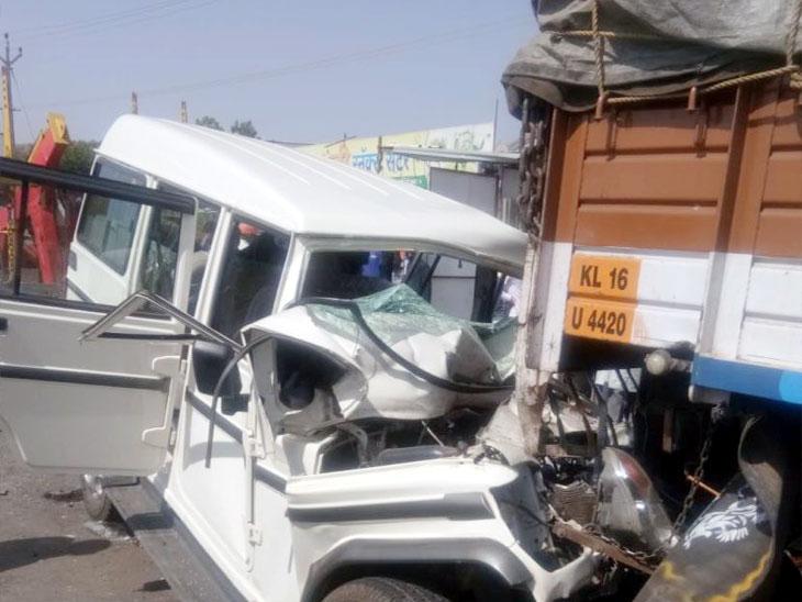 उभ्या ट्रकला जीपची धडक, जीपचा झाला चुराडा;  तीन जण ठार|कोल्हापूर,Kolhapur - Divya Marathi