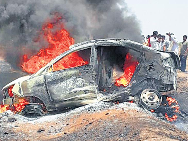 तिहेरी अपघातानंतर कार पेटली, माय-लेकीचा होरपळून मृत्यू|औरंगाबाद,Aurangabad - Divya Marathi