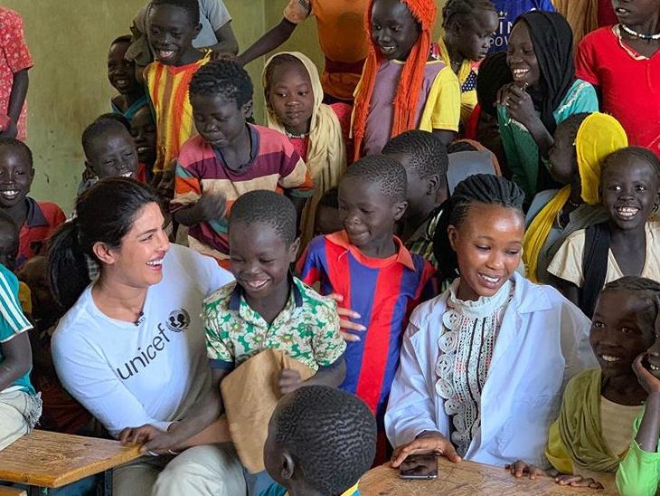 इथियोपिया : प्रियांका चोप्रा शरणार्थी कॅम्पमध्ये मुलांना भेटली, इंस्टाग्रामवर एक गोष्टीदेखील शेयर केली|देश,National - Divya Marathi
