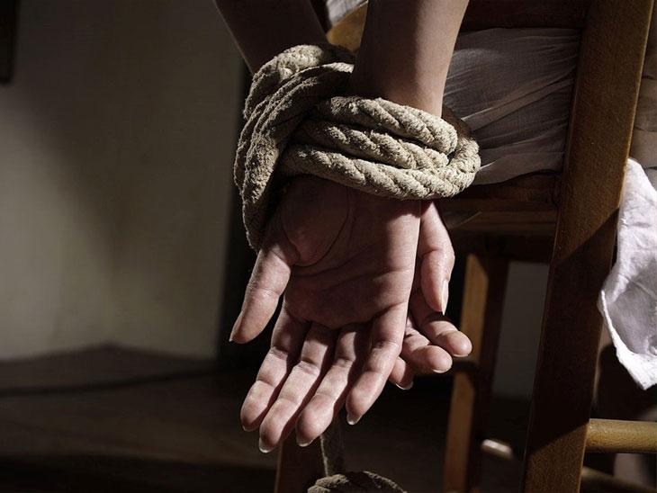 दिवसाढवळ्या हिंगोलीत अल्पवयीन मुलीचे अपहरण|औरंगाबाद,Aurangabad - Divya Marathi