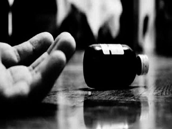 'मला माफ करा मी मरत आहे'  असा मेसेज पतीला मोबाइलवर पाठवून विवाहितेची आत्महत्या|जळगाव,Jalgaon - Divya Marathi