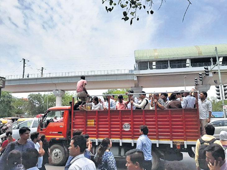 मेट्रोला वीजपुरवठा करणारी केबल तुटली; दाेन रेल्वेत अडकले ५,६०० प्रवासी, ट्रक-ट्रॅक्टरने गेले कार्यालयांत|देश,National - Divya Marathi