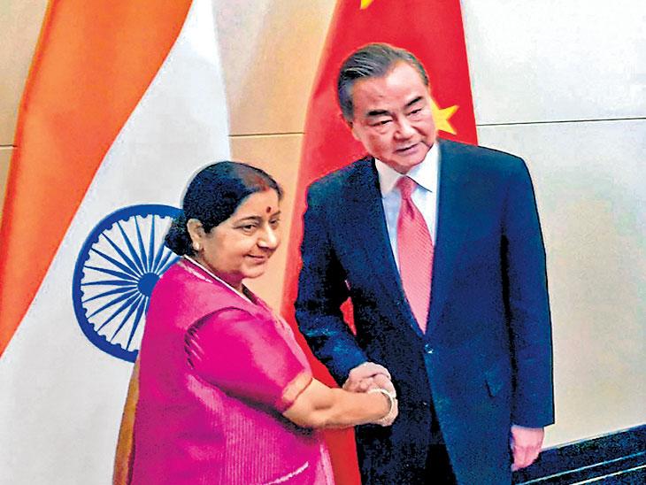 पुलवामानंतर दहशतवादविरोधी भारताचा संकल्प आणखी दृढ; परराष्ट्र सुषमा स्वराज यांचे प्रतिपादन विदेश,International - Divya Marathi