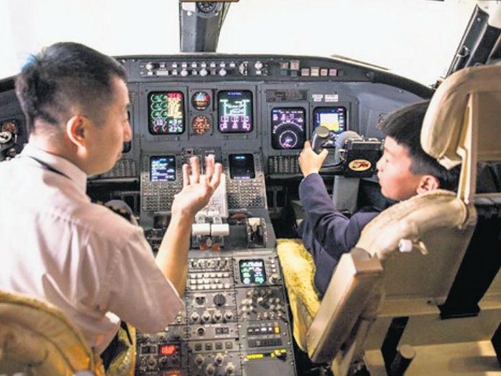 130 अनाथ मुले पायलट व्हावीत यासाठी एअरलाइन देत आहे प्रशिक्षण; स्वतःच उचलत आहे मुलांचा खर्च|विदेश,International - Divya Marathi