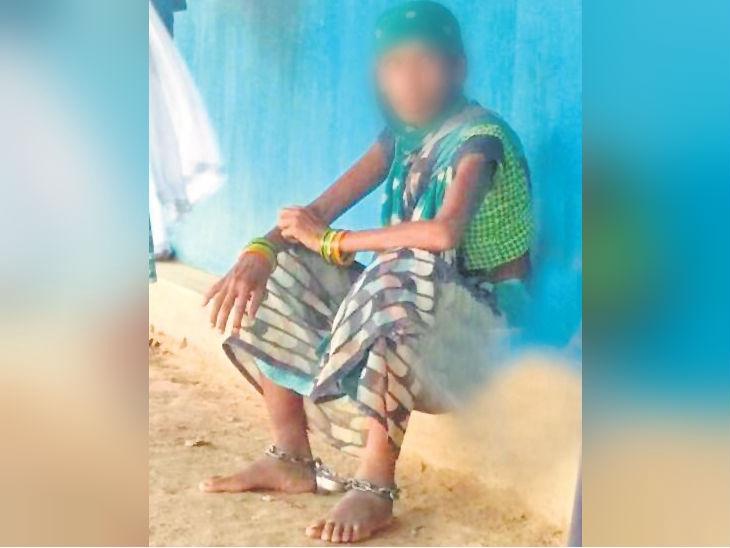 अवैध संबंधांना विरोध केला म्हणून पतीने पत्नीला साखळदंडाने बांधले, वर्षभर बंदी बनवुन केली मारहाण देश,National - Divya Marathi