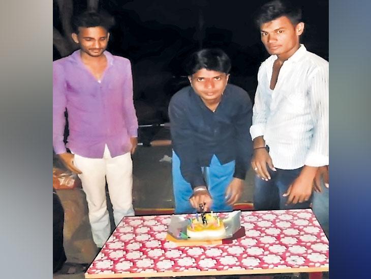 पोलिस कर्मचारी ललितच्या लिंगबदल शस्त्रक्रियेला एक वर्ष पूर्ण;  केक कापून केला वाढदिवस साजरा|औरंगाबाद,Aurangabad - Divya Marathi
