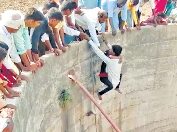 पाण्यासाठी जीव धोक्यात : नऊवर्षीय मुलगी पडली विहिरीत; पाणी कमी असल्याने वाचला जीव|औरंगाबाद,Aurangabad - Divya Marathi