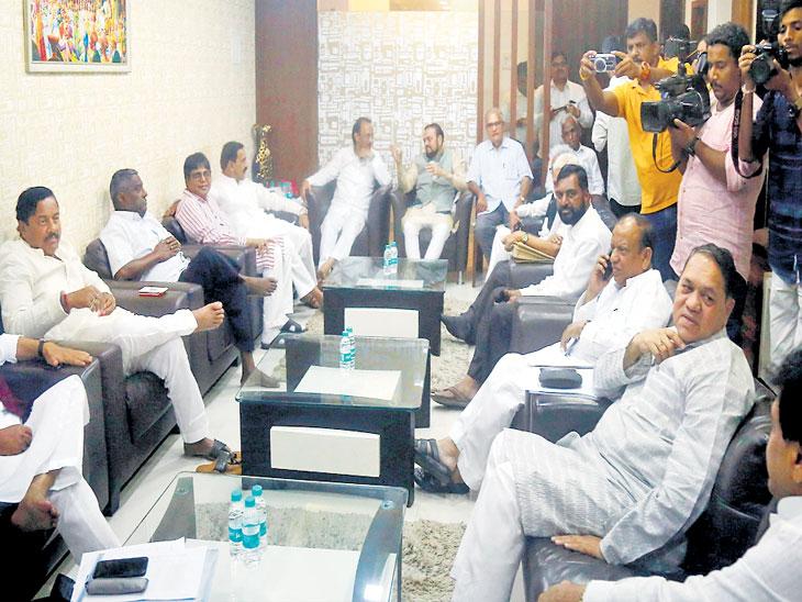 मनसे, 'वंचित'ला बरोबर घ्या! अन्यथा लोकसभेच्या पराभवाची पुनरावृत्ती होईल; आघाडीच्या बैठकीत सूर|मुंबई,Mumbai - Divya Marathi