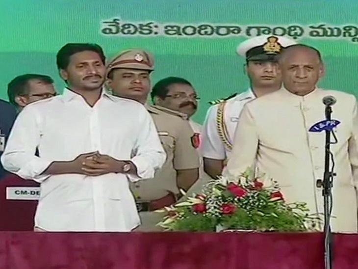जगनमोहन रेड्डी यांनी घेतली आंध्र प्रदेशच्या मुख्यमंत्री पदाची शपथ, शपथविधी कार्यक्रमात पोहचले नाहीत चंद्रबाबू नायडू|देश,National - Divya Marathi