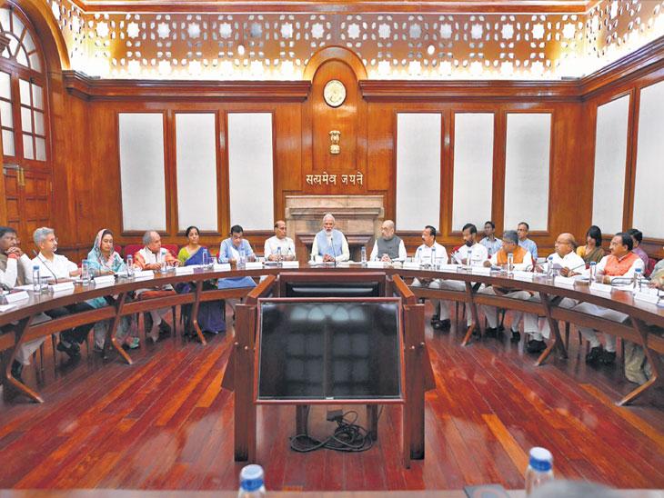 ३६ पैकी १५ मंत्री अकार्यक्षम असल्याने डच्चू, ७ जणांना दिली नवी जबाबदारी; दिग्गज नावे व त्यांना डच्चू मिळण्यामागील कारण देश,National - Divya Marathi