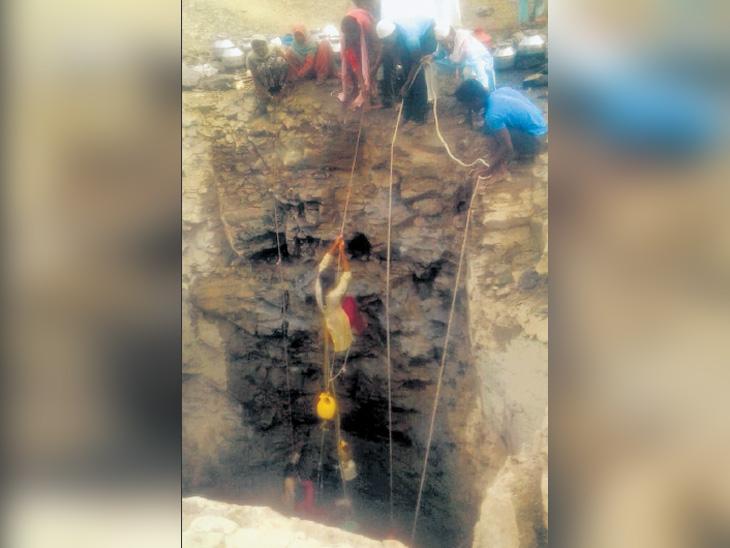 पाणी शेंदताना विहिरीत पडून 6 महिला जखमी, विहिरीत होते 7 फूट पाणी; ग्रामस्थांनी वाचवले|औरंगाबाद,Aurangabad - Divya Marathi