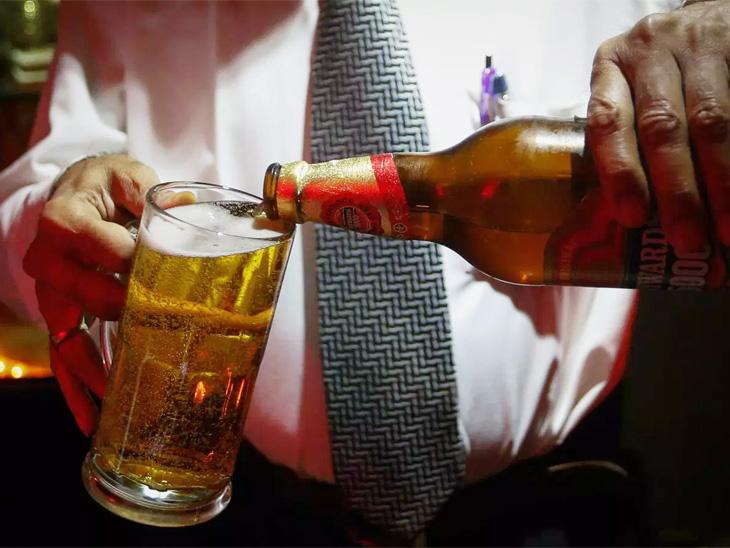 वैद्यकीय अधिकाऱ्याने लाच म्हणून मागितली चक्क बिअर|पुणे,Pune - Divya Marathi
