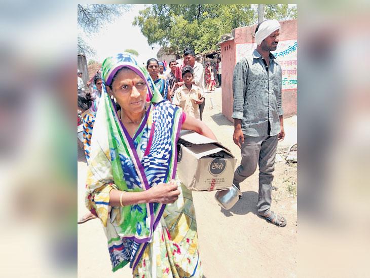 पोलिस कारवाई करत नसल्याने बुटखेडा गावातील महिलांनीच पकडून दिली दारू|औरंगाबाद,Aurangabad - Divya Marathi