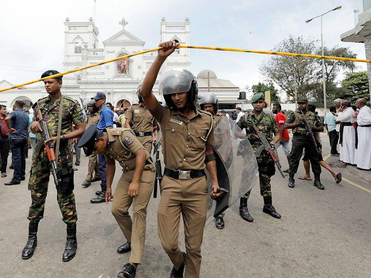 श्रीलंकेत जातीयवादी हिंसाचारानंतर 9 मुस्लिम मंत्र्यांचे राजीनामे, देशभरातील मुस्लिमविरोधी दंगलींचा निषेध|विदेश,International - Divya Marathi