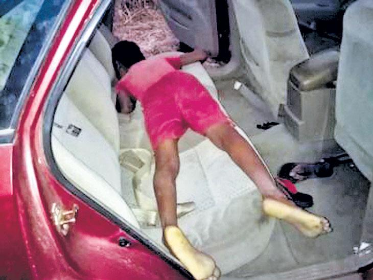 उन्हापासून बचावासाठी मुलगा कारमध्ये, दरवाजे लाॅक झाल्याने गुदमरून मृत्यू|अकोला,Akola - Divya Marathi
