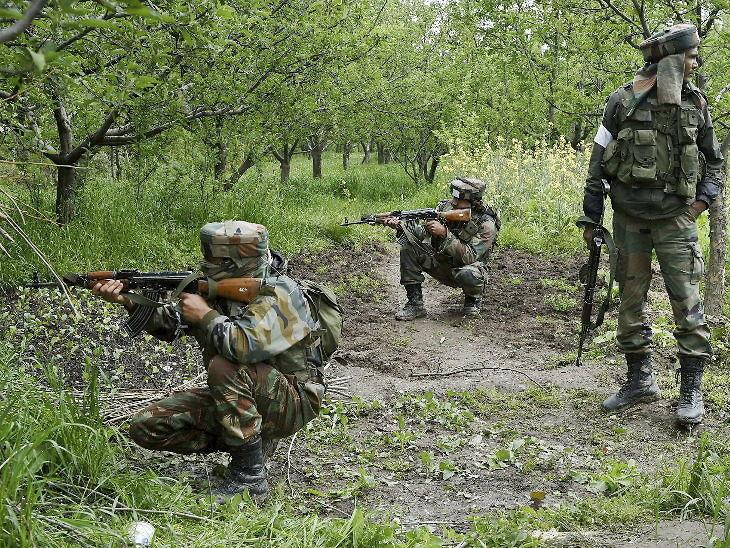पुलवामात सुरक्षारक्षकांसोबतच्या चकमकीत जैशचे 4 दहशतवादी ठार , एके-47 आणि स्फोटके जप्त देश,National - Divya Marathi
