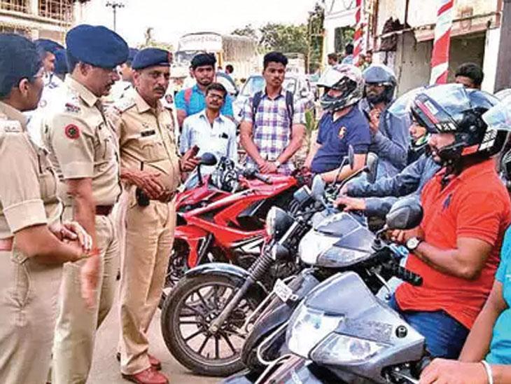 पुण्यात सुजाण चालकांना पोलिस देणार गिफ्ट कुपन; हाॅटेल, दुकानांत खरेदीवर मिळेल १० टक्क्यांपर्यंत सूट|पुणे,Pune - Divya Marathi