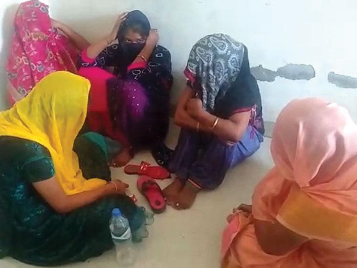 देहविक्रयाचा अड्डा बनले होते भाड्याचे घर; शेजाऱ्यांनी तक्रार करताच पोलिसांनी टाकली धाड, 5 तरुणींसह 7 जणांना अटक|देश,National - Divya Marathi