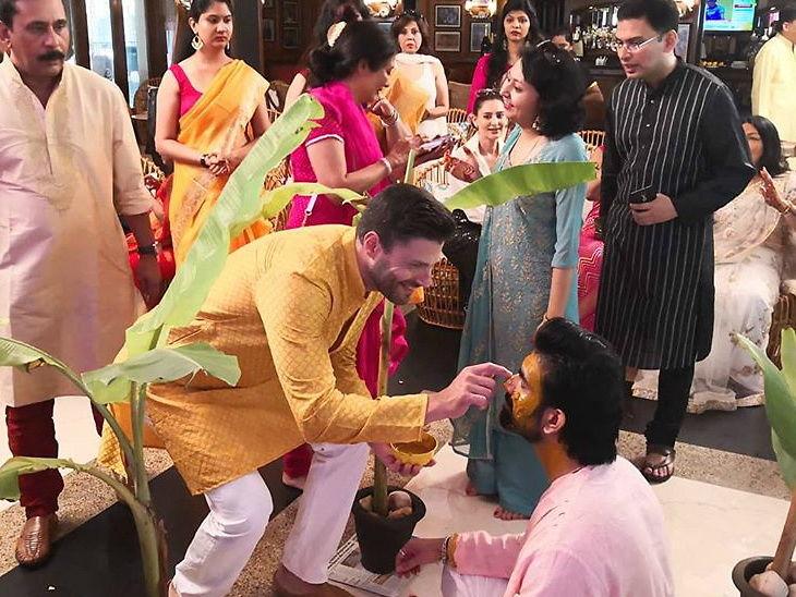 विक्रम वेताळ सिरीयलची अभिनेत्री राजीव सेन सोबत अडकली लग्नबंधनात, हिंदू रितीरीवाजानुसार केला विवाह; हळदीचे फोटो झाले व्हायरल| - Divya Marathi