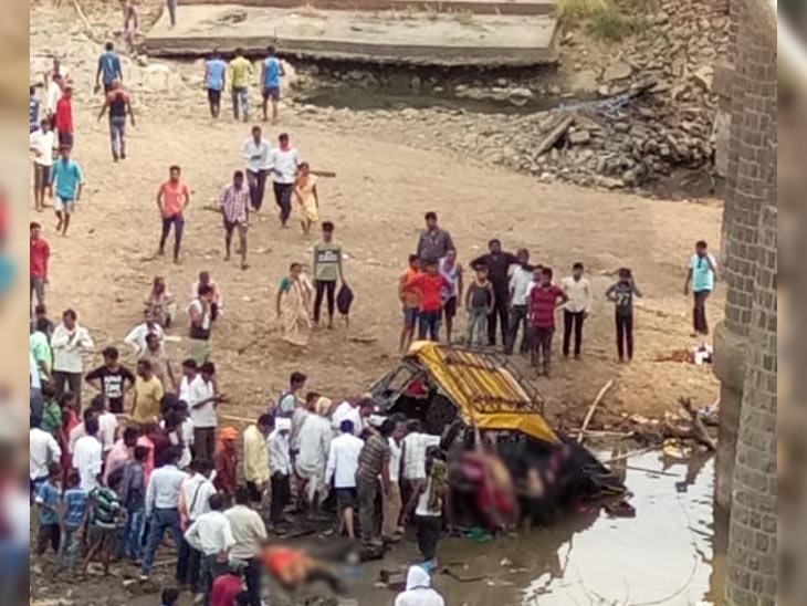 शिरपुरात रिक्षाला उडवले, भंडाऱ्यात टॅक्सी नदीत कोसळली, 9 महिला ठार|नागपूर,Nagpur - Divya Marathi