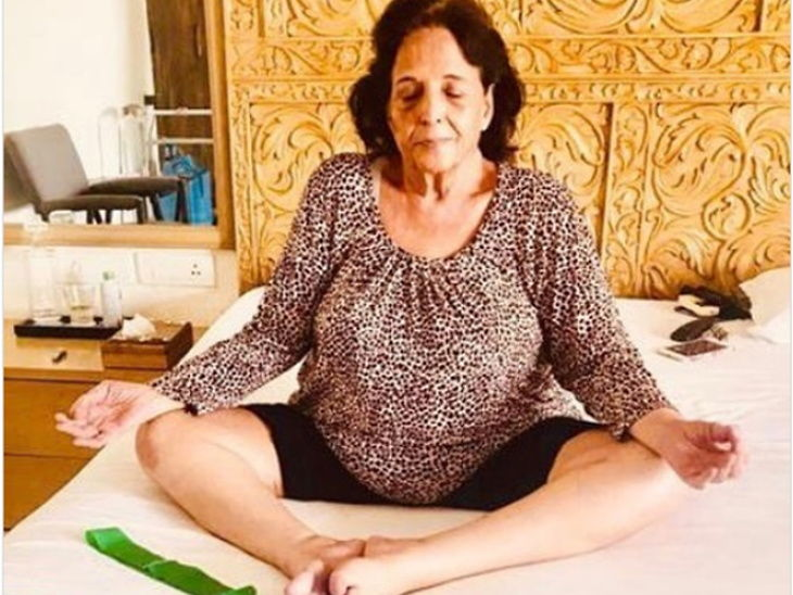 अंतराष्ट्रीय योग दिन : 75 वर्षे वयात आईने सुरु केला योगा, अक्षय कुमार म्हणाला - 'देर आए दुरुस्त आए' देश,National - Divya Marathi
