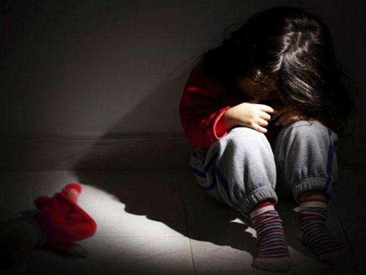 4 वर्षीय चिमुकलीवर 13 वर्षीय मुलाने केला बलात्कार, नंतर कोणाला कळेल या भीतीपोटी प्राषण केले विष|देश,National - Divya Marathi