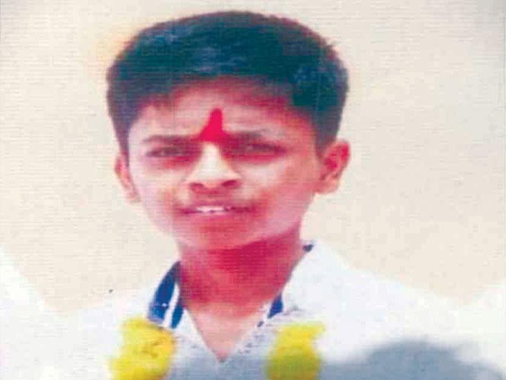 मित्रांनी सांगितले 'शाहू'चे मेरिट ९८% वर क्लोज, ९४.२०% गुण असलेल्या अक्षयची आत्महत्या|मुंबई,Mumbai - Divya Marathi