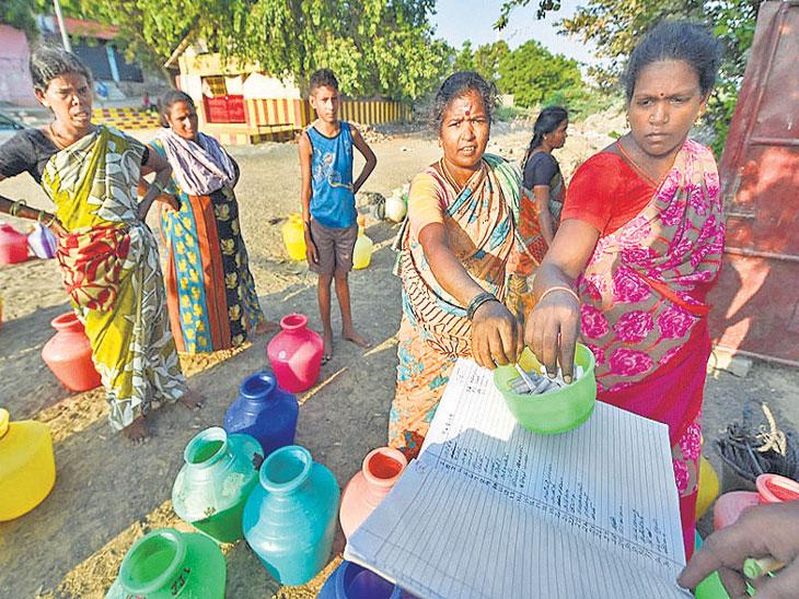 चेन्नईमध्ये  पाण्याचे भीषण संकट, ४६ लाख लोकांचे हाल; शाळांना सुटी,  शहरात टोकणने टँकर पाणी वाटप|देश,National - Divya Marathi
