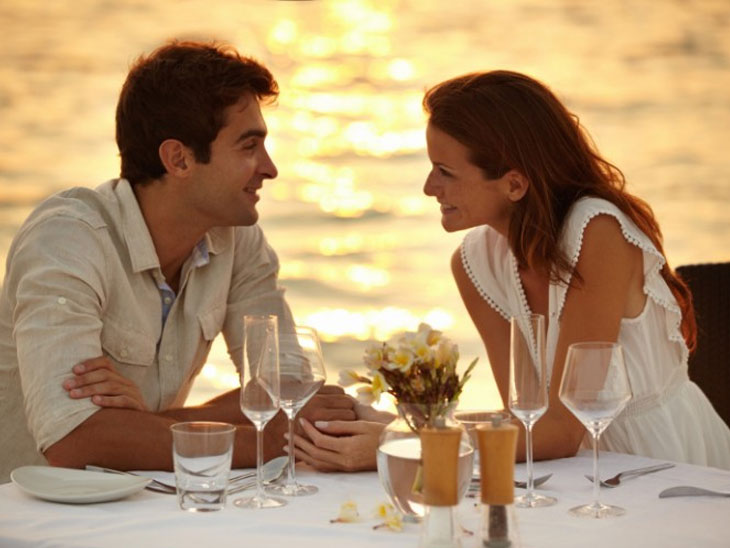 रिसर्चचा दावा, रोमांस किंवा सीरियस रिलेशनसाठी नाही तर 'या'साठी पुरुषांना डेट करतात महिला|देश,National - Divya Marathi