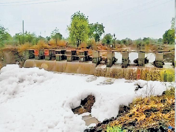 मराठवाड्यातील चार जिल्ह्यांत पावसाची जोरदार हजेरी;  कपिलधारचा धबधबा ओसंडून वाहिला तर नामलगावची कर्परा नदी फेसाळली|औरंगाबाद,Aurangabad - Divya Marathi