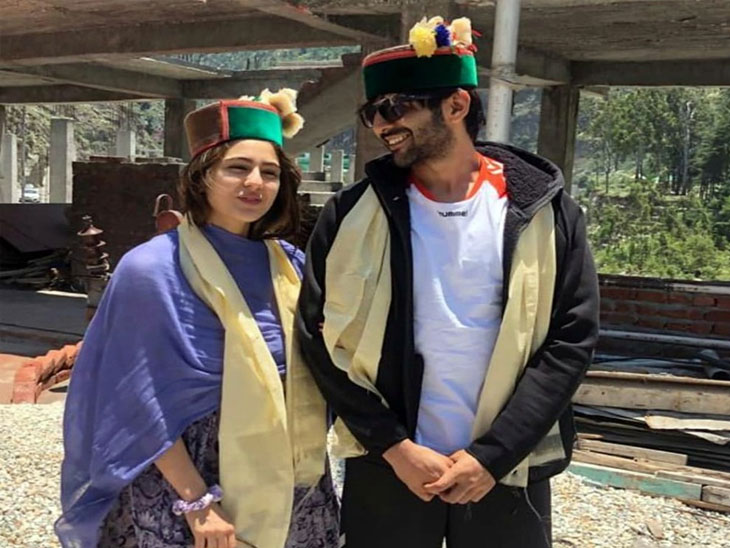 हिमाचल प्रदेशच्या डोंगरात कार्तिक आणि साराचा 'लव्ह-आज-कल', चेहरा लपवत फिरतानाचा फोटो झाला होता व्हायरल| - Divya Marathi