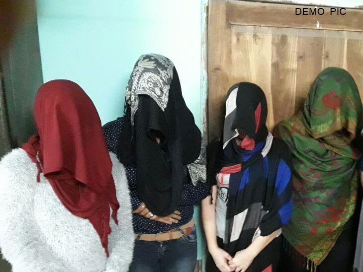 मुलगी आणि जावयासोबत मिळून व्हॉट्सएपवरून चालवायची सेक्स रॅकेट, 5 महिलांसहित 9 जण ताब्यात|देश,National - Divya Marathi