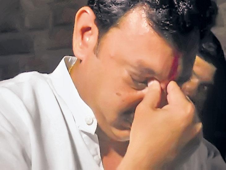अक्षयच्या आत्महत्येने संभाजीराजे भोसलेंच्या डोळ्यांत तरळले अश्रू;  देवकर कुटुंबीयांची भेट घेऊन सांत्वन सोलापूर,Solapur - Divya Marathi