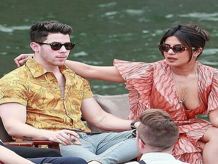 पती निक जोनाससोबत पॅरिसमध्ये डान्स करताना दिसली प्रियांका, एकमेकांना किसदेखील केले| - Divya Marathi