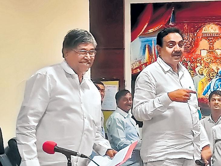 भ्रष्टाचाराचे आराेप केल्यानंतर जयंत पाटील-महसूलमंत्री आमनेसामने; जयंतरावांच्या पत्रकार परिषदेत चंद्रकांत पाटील यांची एन्ट्री|मुंबई,Mumbai - Divya Marathi