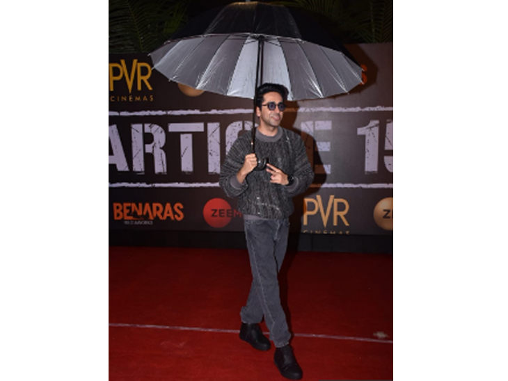 'आर्टिकल 15' च्या स्क्रीनिंगला लावली अनेक दिग्गज कलाकारांनी हजेरी, शाहरुख खानसहित दिसले अनेकजण  - Divya Marathi