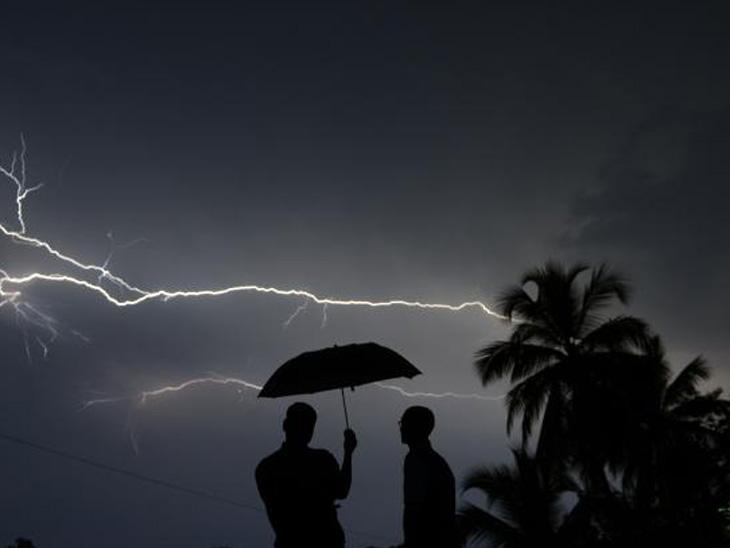 पश्चिम विदर्भात वीज पडून पाच शेतकऱ्यांचा मृत्यू, यवतमाळ जिल्ह्यातील तिघांचा समावेश नागपूर,Nagpur - Divya Marathi
