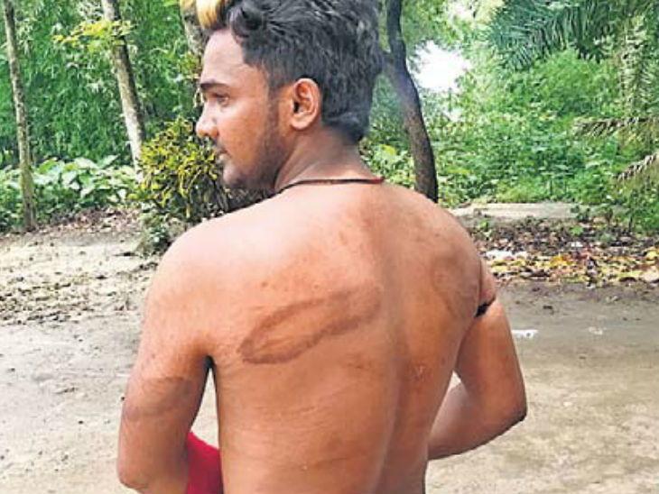 पंचायतीने सुनावली क्रूर शिक्षा; युवकाला प्रेमिकाच्या हातून चपलेने बदडले, थुंकी चाटण्यास पाडले भाग|देश,National - Divya Marathi