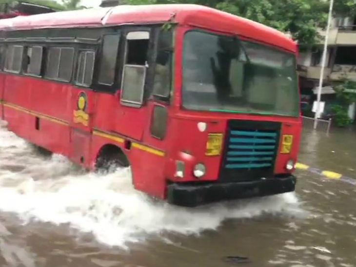 धावती मुंबई पावसामुळे थांबली, 40 फोटोंमध्ये पाहा शहराचे हाल... मुंबई,Mumbai - Divya Marathi