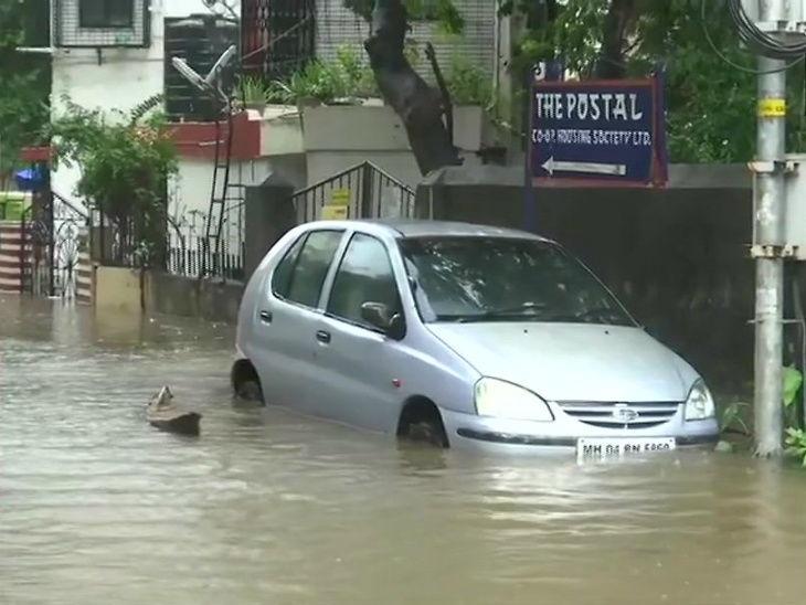मुंबईतील मलाडच्या सबवेमध्ये पावसामुळे साचले पाणी, गाडी अडकल्यामुळे गाडीतच गुदमरून दोघांचा दुर्दैवी मृत्यू|मुंबई,Mumbai - Divya Marathi