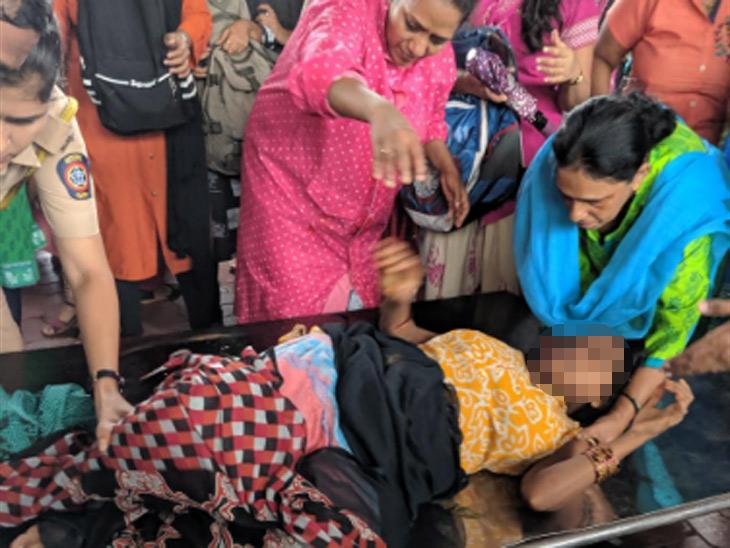 मुंबई / डोंबिवली स्टेशनवर पार पडली महिलेची डिलिव्हरी, डॉक्टरांनी फी म्हणून घेतला फक्त 1 रुपया मुंबई,Mumbai - Divya Marathi