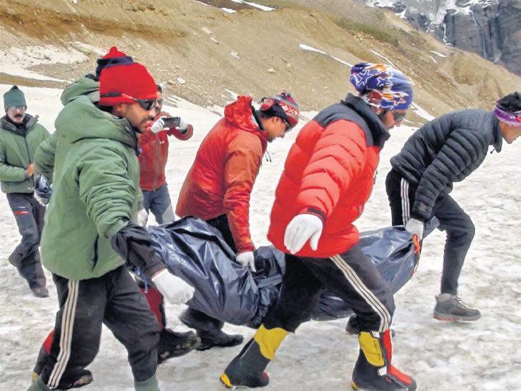 गिर्यारोहकांचे मृतदेह शोधण्यासाठी जगातील सर्वात मोठी मोहीम, टीममध्ये १५ उत्कृष्ट गिर्यारोहक, एव्हरेस्ट चढाई करणाऱ्या ४ जणांचाही समावेश देश,National - Divya Marathi