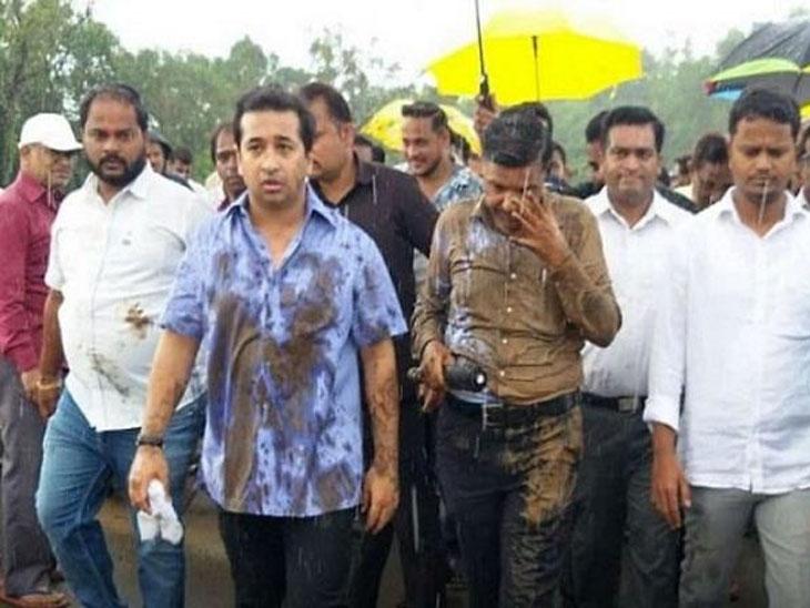 नितेश राणेंसह त्यांच्या साथीदारांचे कणकवली पोलिस स्टेशनमध्ये आत्मसमर्पण, उपअभियंत्याला धक्काबुक्की करणे पडले महागात मुंबई,Mumbai - Divya Marathi